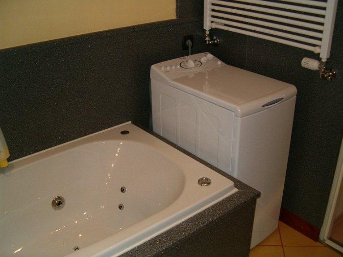 Fürdőszoba felújítás csempe helyett konyhai munkalappal – galéria – 3.rész  3D Lakberendezés