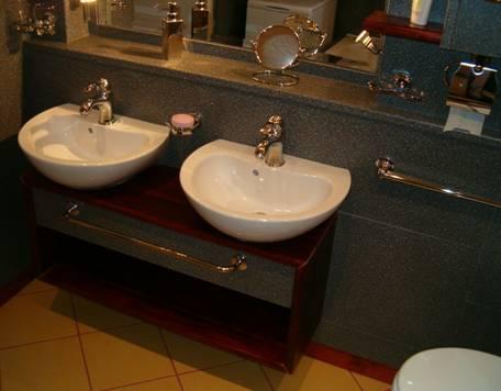 Fürdőszoba felújítás másképp - csempe helyett konyhai munkalappal
